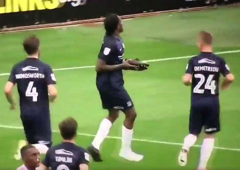 Nile Ranger tuvo una curiosa forma de celebrar su gol. Twitter