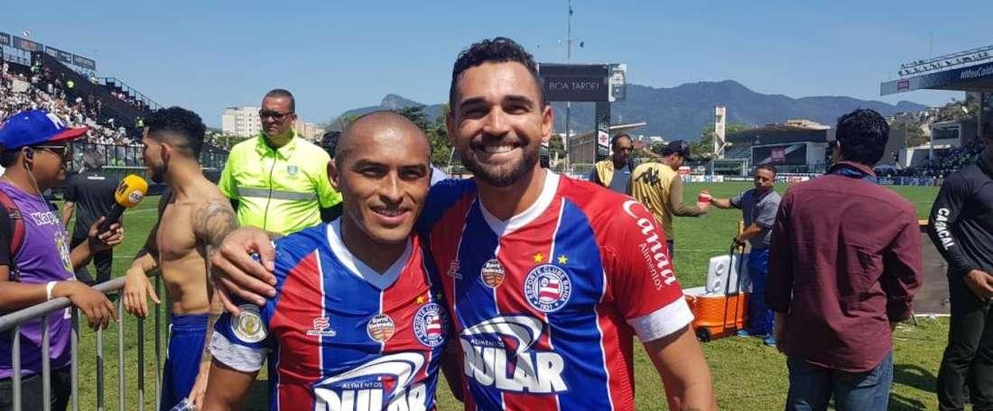 Nino Paraíba e Gilberto deixam o Vasco na zona da confusão. Twitter @ECBahia