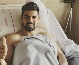Nolito depois de ser operado e receber alta hospitalar. Twitter/SevillaFC