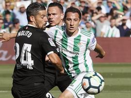 Sevilla e Betis empatam a dois. EFE