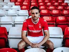 Robinson s'est engagé pour deux ans avec Forest. Twitter/NFFC