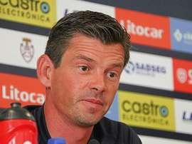 O treinador do Feirense pretende sair do Restelo com pontos. Facebook/Feirense