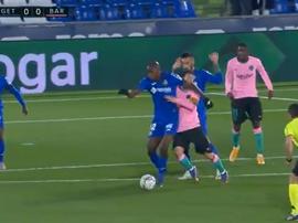 ¿Era roja el codazo de Nyom a Messi? Captura/MovistarLaLiga