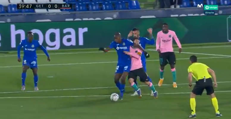 Messi levou uma cotovelada no jogo contra o Getafe. Captura/MovistarLaLiga