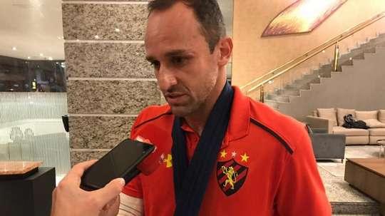 O goleiro do Sport Magrão fraturou o braço direito. Twitter @sportrecife