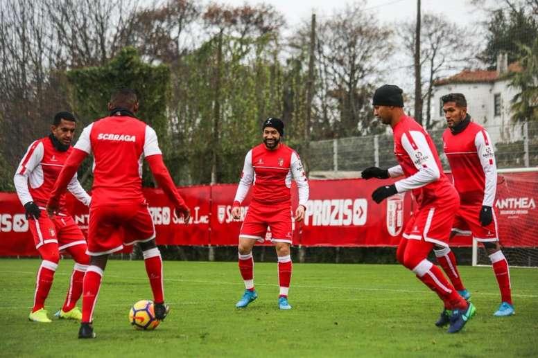 São 20 os jogadores bracarenses que vão para o sul do França. Twitter/SCBraga