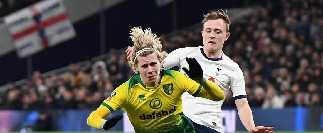 Skipp (R) has just signed a new contract at Spurs. EFE