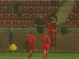 Omar Eddhari, autor de este precioso gol, lo celebra con sus compañeros. Twitter.