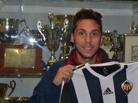 Omar Monterde, nuevo jugador del Bytovia Bytów polaco, cuando fue presentado en 2014 como nuevo jugador del Castellón. Twitter