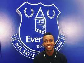 Onyekuru poses having signed for Everton. Twitter