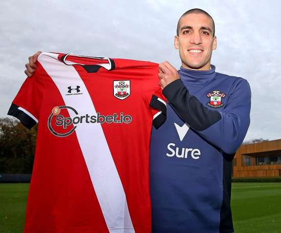 Oriol Romeu has renewed his deal. Twitter/SouthamptonFC