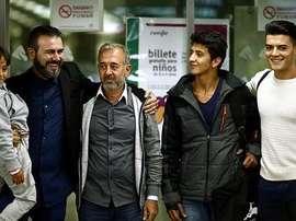 Osama Abdul Mohsen y su familia, junto a Miguel Ángel Galán, llegan a Madrid. Twitter