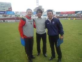 Óscar Pacheco (d) y Claudio López (c), en el momento de su presentación como nuevos entrenadores del Estudiantes de Buenos Aires. Twitter