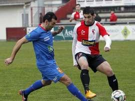 Pablo Rivas (d), en un partido con el conjunto arlequinado de Arosa. Arosa-SC