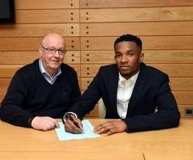 Palmer, en la firma de su nuevo contrato con el club. Twitter