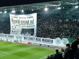 Así fue la curiosa pancarta que recibió al Villarreal. Twitter/apuntesports