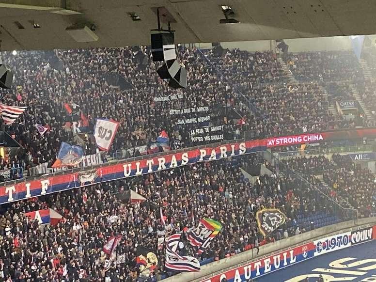 Torcedores cobram mais empenho do ataque do PSG. Twitter/Tanziloic