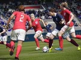 Pantallazo del FIFA 16, en el que por primera vez aparecerá el fútbol femenino.