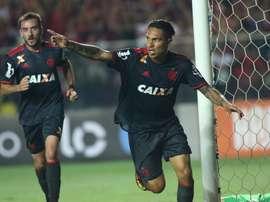 Paolo Guerrero celebra la consecución del primer gol del Flamengo en la victoria por 2-1 ante el América Mineiro. Flamengo