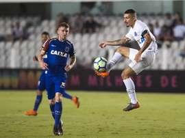Paraná e Santos se enfrentam pela 24ª rodada do Campeonato Brasileiro. Twitter @Torcedorescom