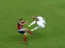 Is this the dirtiest tackle of all time? Twitter/Regi1700