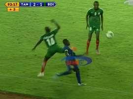 Un jugador tanzano recibió una entrada brutal. Twitter