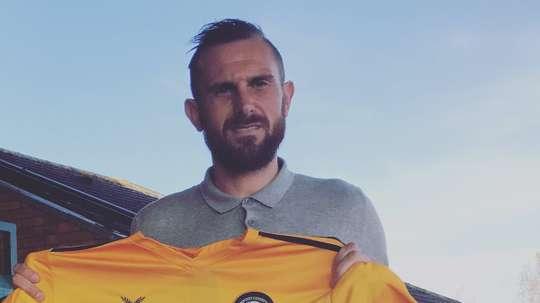 Paul Hayes defenderá la camiseta del Newport Country. Twitter