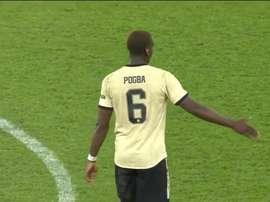 Pogba jogou e divertiu-se na estreia do Manchester United. Captura/MUTV