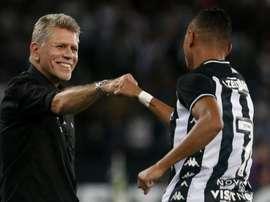 Botafogo saca la renta mínima en el primer asalto. Botafogo