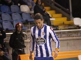 Paulo Sergio Teles se dispone a sacar un córner con el Deportivo. Twitter