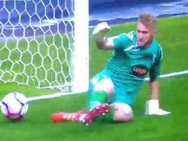 Pawel Kieszek, goleiro do Córdoba fez um gol bobo. Youtube