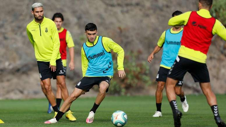 Pedri is wanted by foreign clubs as well. Twitter/UDLP_Oficial