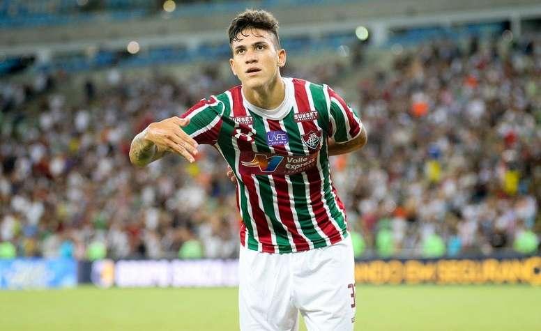 Pin Pedro comemorando gol pelo Fluminense Twitter  fluminenseraiz 084d6aee2d353