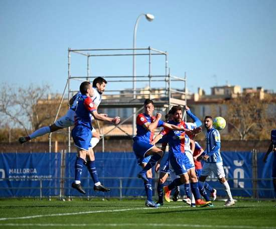 El Atlético Baleares no deja escapar al filial 'colchonero'. Twitter/atleticbalears