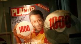Pelé vê seu trono ameaçado por dois jogadores com sede de gols. AFP