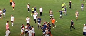 Tangana en el final del partido entre Berazategui y San Martín .Captura/YoutubeTVenAscenso