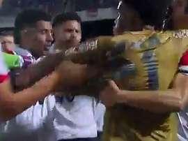 Pelea entre jugadores en el Santa Cruz-Sport Recife de Copa de Nordeste. Youtube
