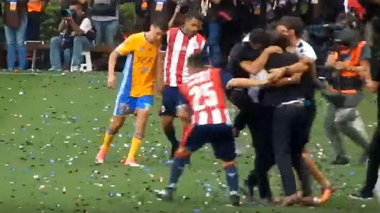 Absurdo enfrentamiento entre los dos jugadores tras la final. Twitter