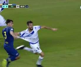 El árbitro se comió un claro penalti de Mas a Laso. Captura/FOX Sports
