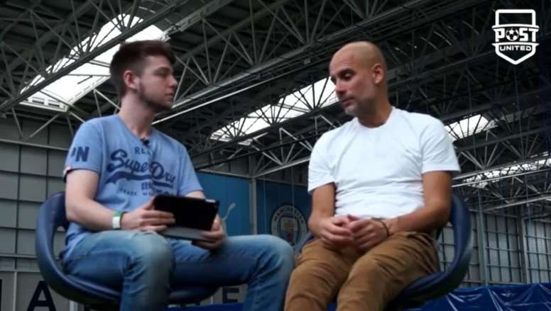 Pep Guardiola participou de entrevista ao canal 'Post United'. Captura/Youtube/PostUnited