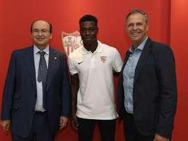 L'attaquant s'est engagé pour 5 ans. Twitter/Sevilla FC