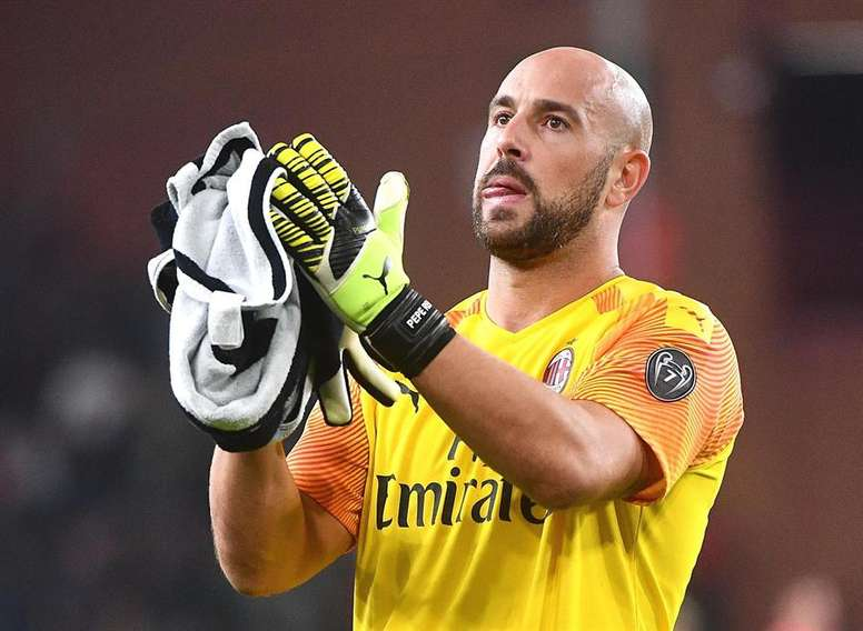 Bad News For Valencia Pepe Reina Opts For Lazio Besoccer