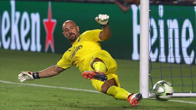 Pepe Reina signs a 6-month loan with Villa. AFP