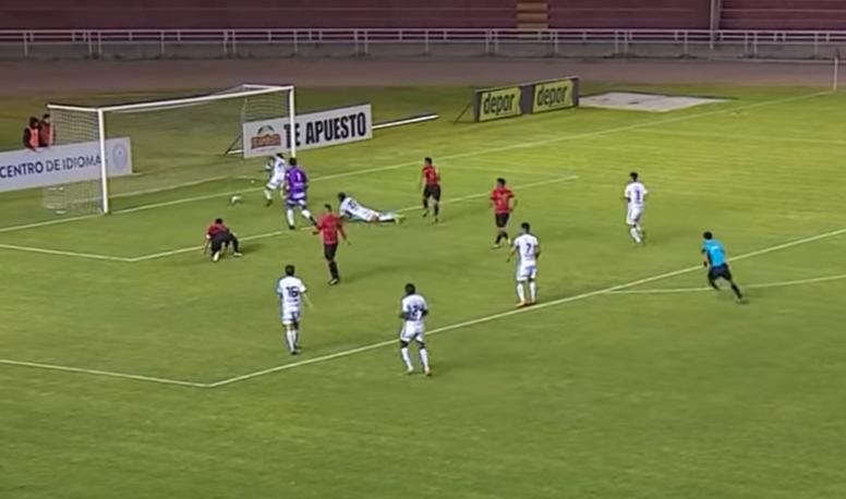 Peruvian side Sport Rosario conceded a terrible own goal. Movistar