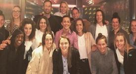 El gran detalle de Cech con el equipo femenino del Arsenal. Instagram