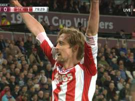 Crouch put Stoke ahead in the second half. Captura/NBC