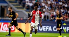 De estar en la mayor sanción de la UEFA a goleador en Champions. Twitter/SlaviaOfficial