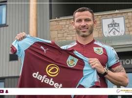 Bardsley ya luce la camiseta de los 'clarets'. BurnleyFC