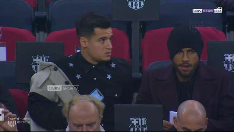 Coutinho applauding Messi. beINSports