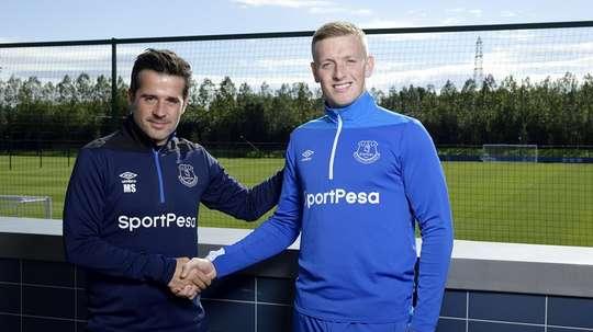 Pickford renueva con el Everton. Twitter/Everton